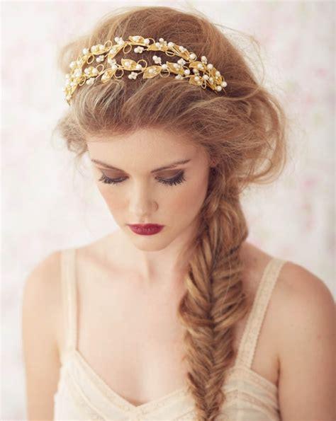frisuren mit haarband  ideen fuer einen romantischen