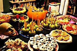 Buffet Halloween : food for your halloween party halloween let the fun begin ~ Dode.kayakingforconservation.com Idées de Décoration
