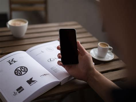 iphone photography school seven iphone 6 mockup templates you will actually use