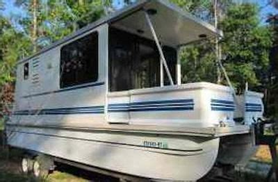 Sleeping On A Pontoon Boat by Sling Of L Il Hobo Houseboats That Are Trailerable We