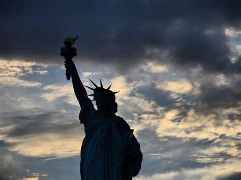 heres  real reason   statue  liberty  dark