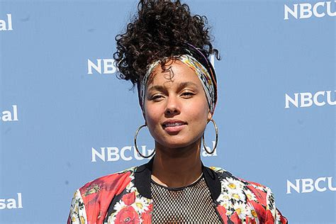 Alicia Keys Launches #nomakeup Movement