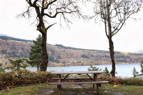 6 log cabins are with whirlpool bath tub and real wood fireplaces. Westcliff Lodge (Hood River, OR) - Resort Reviews ...