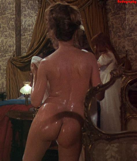 The Vampire Lovers nude pics página