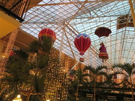 inside decorations picture of gaylord opryland resort