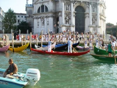 Difference Between Gondola And Boat by The Gondola Blog Quot White Gondola Quot Round Up