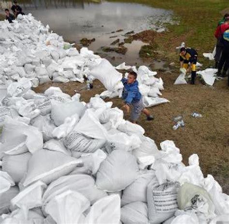 serbien bosnien unwetter ueberschwemmungen hochwasser