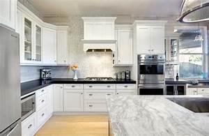 Plan De Travail Cuisine Marbre : cuisine blanche avec plan de travail noir 73 id es de relooking ~ Melissatoandfro.com Idées de Décoration