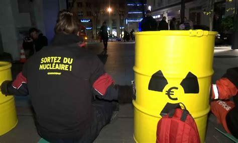 siege bfmtv des militants de greenpeace bloquent l 39 accès au siège d