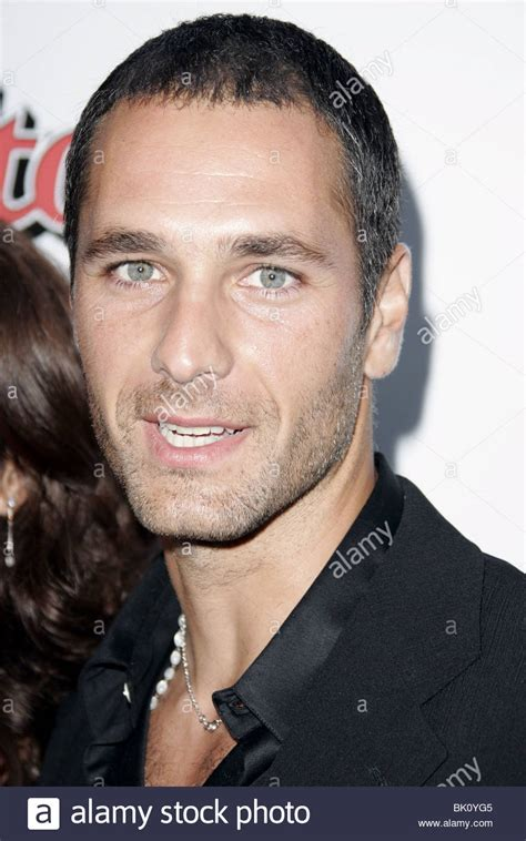 He has two sisters who he is close to. RAOUL BOVA THE BROTHERS GRIMM FILM PREMI DIRECTORS GUILD OF AMERICA Stock Photo: 28910453 - Alamy