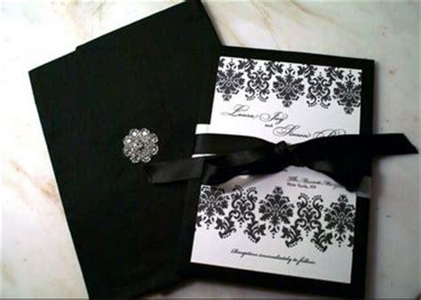 tutorilio  contoh desain undangan pernikahan unik