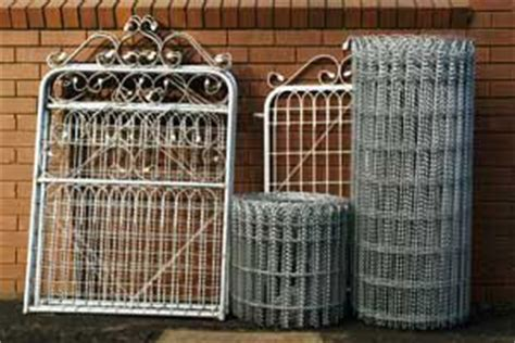 traditional woven wire fencing   style homes