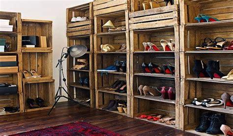 chambre à coucher rustique idées de déco avec des caisses en bois