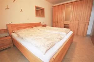 Großer Kleiderschrank Schlafzimmer : landhaus hubertus in duhnen ferienwohnung 10 mit balkon ~ Markanthonyermac.com Haus und Dekorationen
