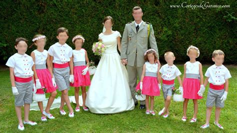 robe grise et fushia pour mariage cortege mariage fuchsia blanc et gris