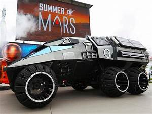 Nasa unveils six-wheeled Mars rover complete with full ...