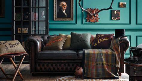 canape chesterfield cuir lounge fabrice dites le avec des coussins aventure déco