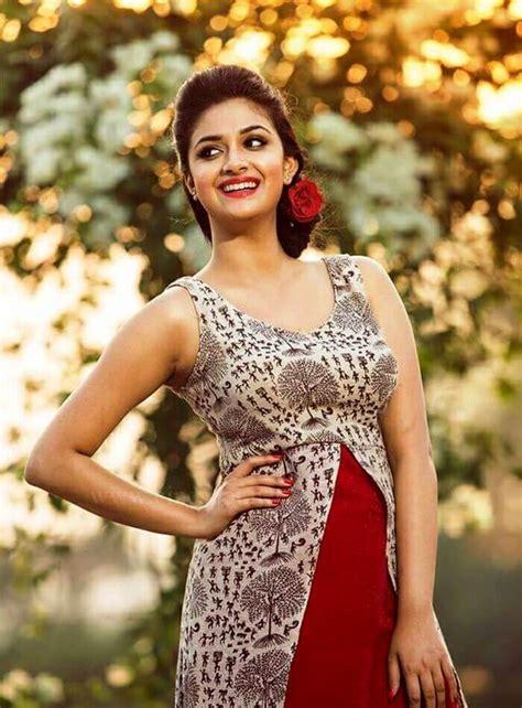tamil actress keerthi suresh hd wallpaper keerthi suresh age wiki biography height photo image