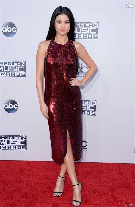 selena gomez sur le tapis des american awards le 22 novembre 2015