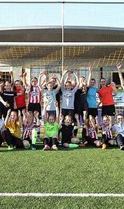 Meiden genieten van clinic PSV Vrouwen - UNA