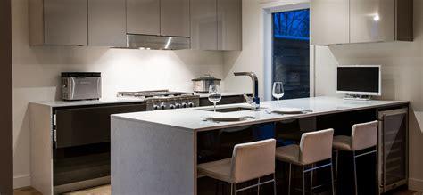 comptoir de cuisine cuisine moderne au fini lustr 233 avec comptoirs de quartz