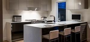 cuisine moderne au fini lustre avec comptoirs de quartz With photo de cuisine moderne