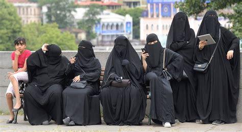 muslim women     victims  islamophobia