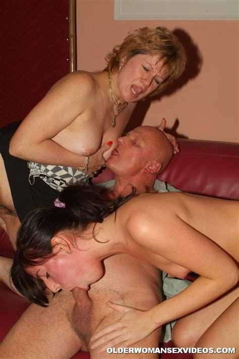 Naughty Mom And Daughter Into Threesome 2739
