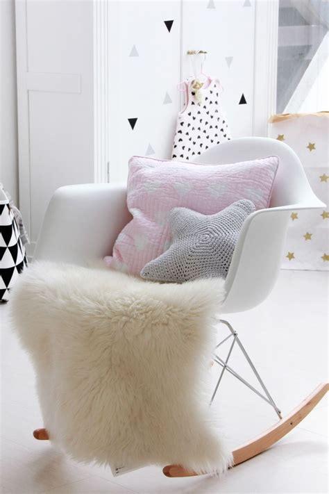 fauteuil pour chambre cuisine fauteuil rembourrã en tissu anemone by giovanti