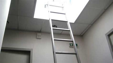 echelle pour cage d escalier 201 chelles et accessoires pour acc 232 s toiture et cage d escalier barre d accrochage pied lat 233 ral