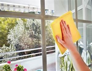 Streifenfrei Fenster Putzen : so putzt du deine fenster streifenfrei gl cklich brands4friends magazin ~ Markanthonyermac.com Haus und Dekorationen