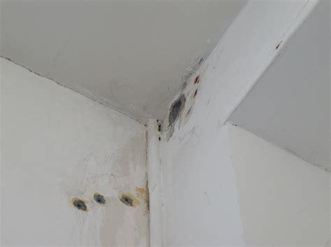 enduit de lissage plafond une boite toute blanche