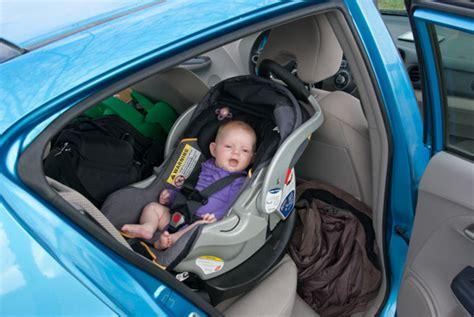 comment attacher siège auto bébé bébé n 39 aime pas le siège auto comment faire pour que le