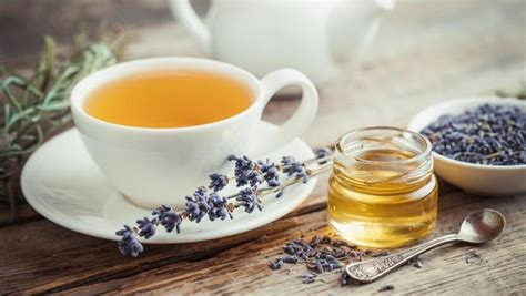 Jahe dikenal sebagai obat ampuh dan dapat membantu mengurangi iritasi akibat sakit tenggorokan. Lemon dan Madu, Penambah Rasa Enak Pada Teh
