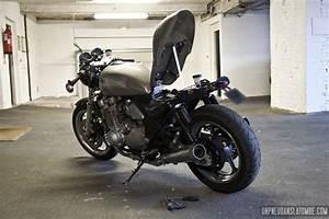 La Kawasaki 1100 Zephyr De Pierre    Un Bon Gros Cafe