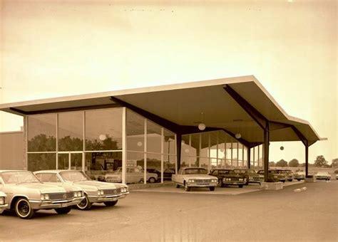A Few Old Car Dealers