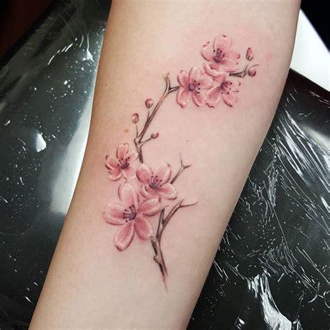Tatouage Fleur De Cerisier Japonais Femme
