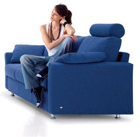 divano e tv divano e salute a quale distanza guardare la tv