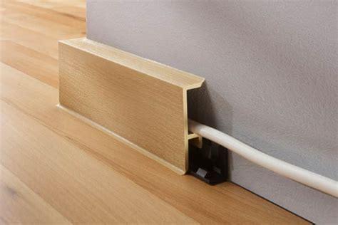 kabel im wohnzimmer verstecken kabel in sockel und fu 223 leisten