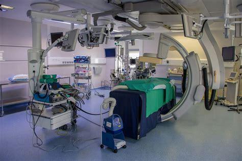 salle de catheterisme cardiaque une salle d op 233 ration 171 hybride 187 au bloc op 233 ratoire de chirurgie cardiaque unit 233 de