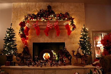 awesome-and-beautiful-christmas-tree-with-fireplaces-design