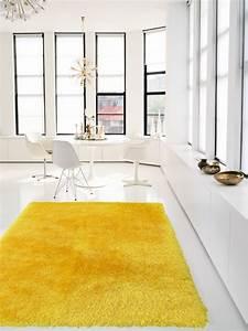 Weißes Kuhfell Teppich : gelber teppich im hause ~ Sanjose-hotels-ca.com Haus und Dekorationen