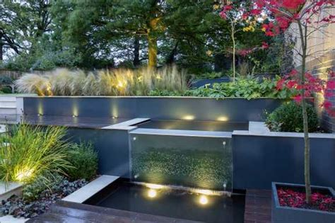 Schoene Gartenidee Mit Aussenwand Wasserfall by Wasserfall Im Garten Modern Wasser Im Garten Wasserfall