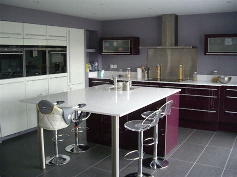 cuisine ouverte ilot central cuisine ouverte haute de gamme plan de travail et ilot