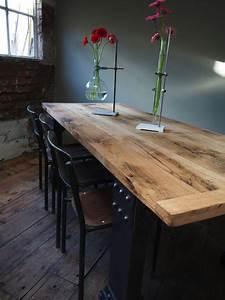 Table Chene Massif Rustique : grande table industrielle plateau chene massif pietement metal eiffel ~ Teatrodelosmanantiales.com Idées de Décoration