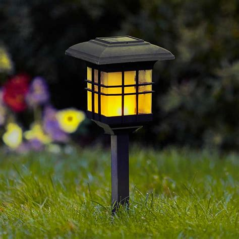 Saules bateriju lampa