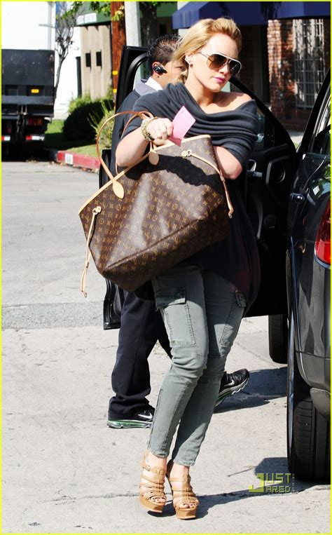 hilary duff hops  hair salon photo  hilary duff pictures  jared