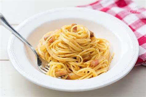 come cucinare carbonara ricetta spaghetti alla carbonara la ricetta di