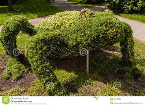 Topiary Wire Cage Stock Images  Image 33079354
