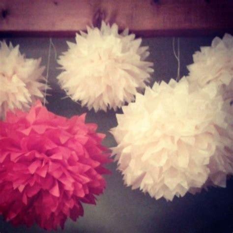 idee decoration de mariage des pompons en papier de soie